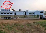 2005 Sundowner 4 Horse 18' Living Quarters Trailer