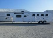 2021 Lakota 4 Horse 15' Living Quarters with Slide Out